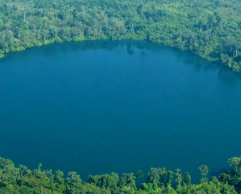 Le lac cratère dans la région de Banlung