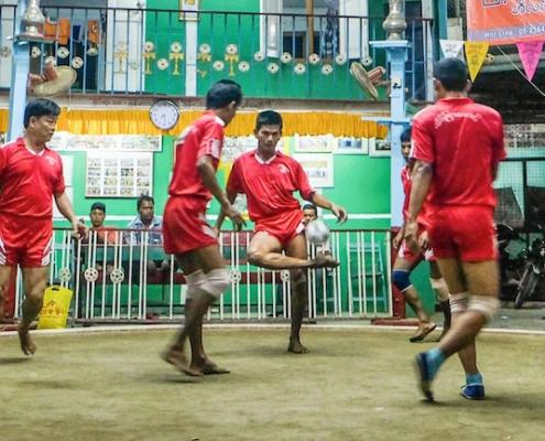 Chinlon- le sport national de la Birmanie