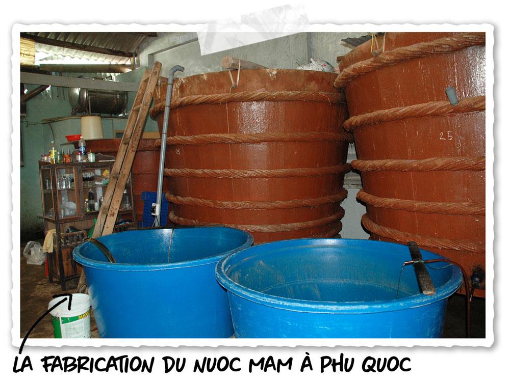 Une fabrique de nuoc mam à Phu Quoc