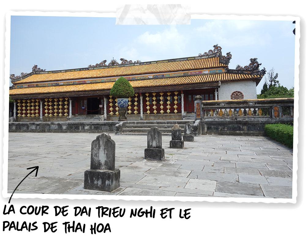 La cour de Dai Trieu Nghi et le palais de Thai Hoa de la cité impériale de Hué