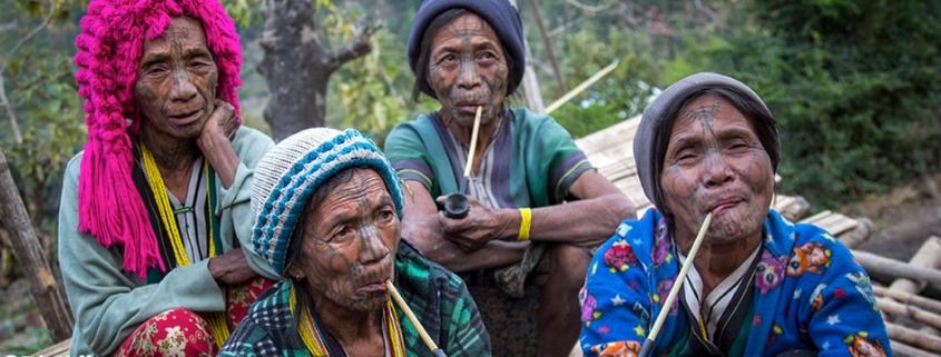 Les femmes au visage tatoué de Birmanie